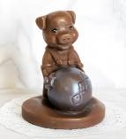 """Фигура шоколадная """"Поросёнок с игрушкой""""  8,5 см 100 гр."""